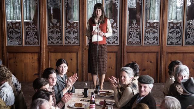 Nora (Marie Leuenberger) sucht Gesinnungsgleiche.