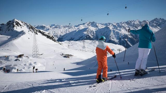 Betg dapertut dastgan ils skiunzs e las skiunzas giudair naiv senza fin sin pista.