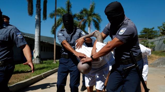 Festnahme von Bandenmitglied in El Salvador