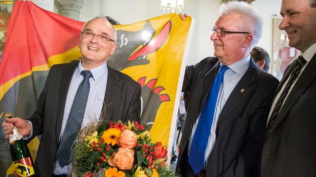 Pierre Alain Schnegg mit Blumen.