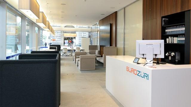 Hier leer, meistens aber gut besetzt: Die Gratis-Büros im neugestalteten ZKB-Hauptsitz an der Zürcher Bahnhofstrasse.
