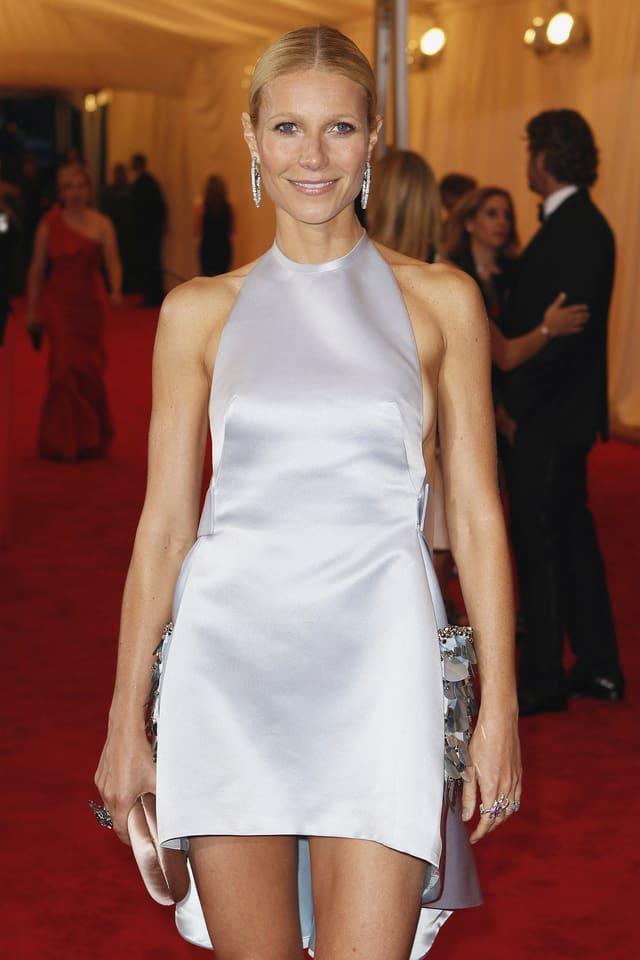 Gwyneth Paltrow stehend