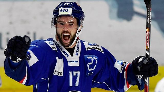 Ryan Shannon schreit auf dem Eis seine Freude heraus.