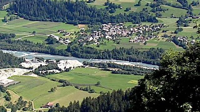 Il territori tranter Schluein e Castrisch.