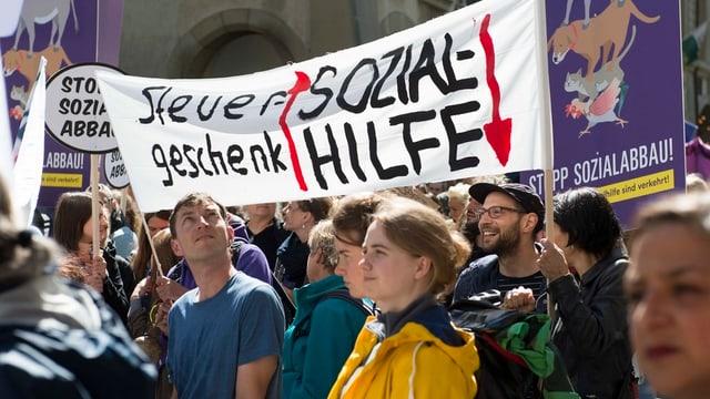 Demonstration gegen das neue Sozialhilfegesetz