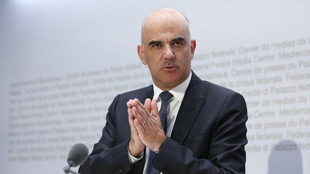 Gesundheitsminister Alain Berset gibt die bisher weitreichendsten Corona-Lockerungen bekannt.