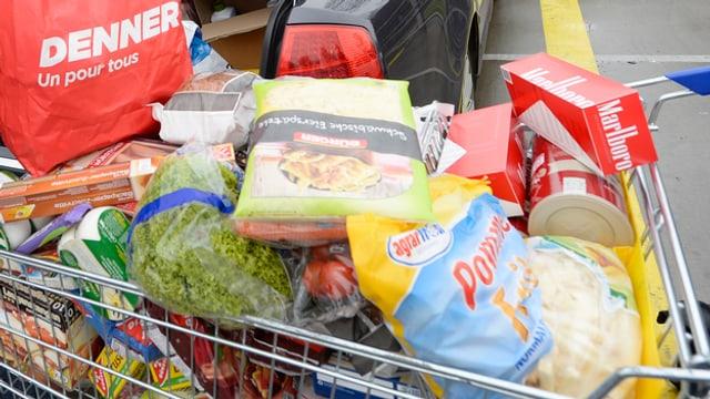 Einkaufstouristen aus der Schweiz decken sich in Deutschland mit günstigen Lebensmitteln ein.
