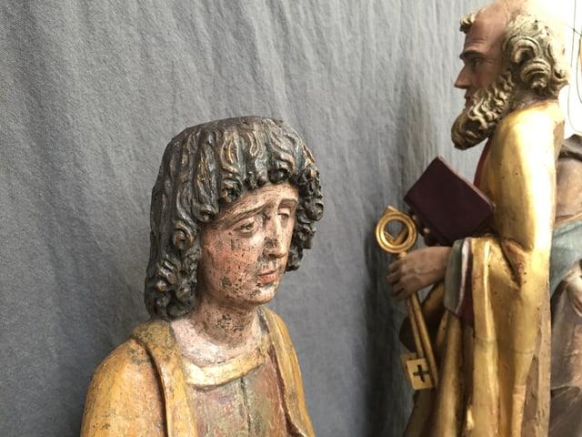 Das Bild zeigt eine zu restaurierende Figur.