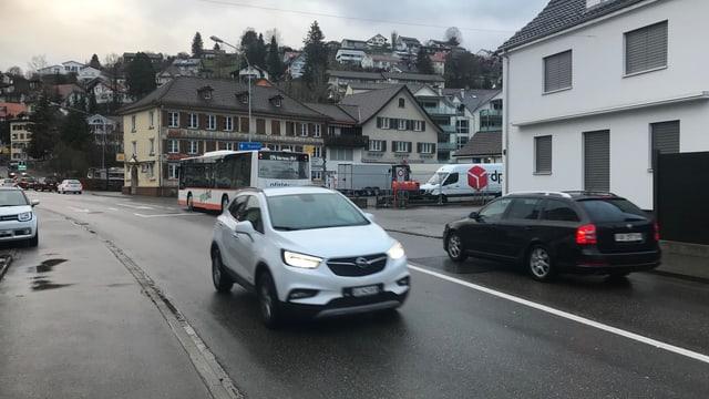 Fahrzeuge auf der Alpsteinstrasse.
