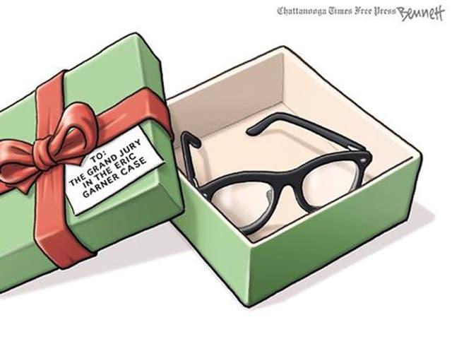 Karikatur eines geöffneten Geschenkes, darin liegt eine Brille.