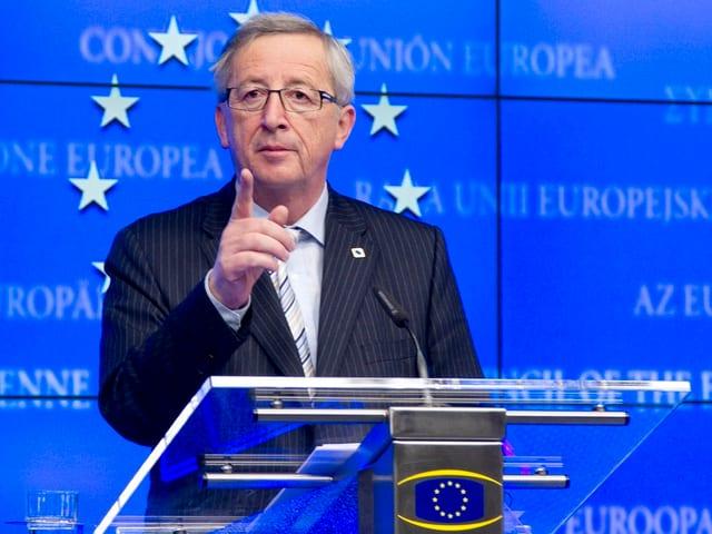 Jean-Claude Juncker steht an einem Redepodest