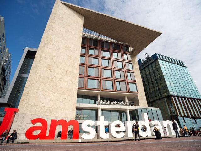 Täglich über 5000 Menschen besuchen die öffentliche Bibliothek in Amsterdam.