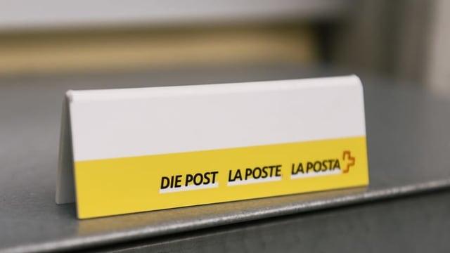 In scrit cun logo da La Posta en trais linguatgs sin ina maisa.