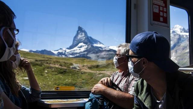 Blick aus dem Zug auf das Matterhorn