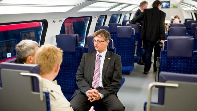 Blick in eine moderne Doppelstock-Zugskomposition von Stadler Rail