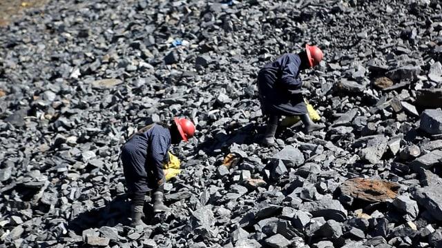 Zwei Bergbauarbeiter