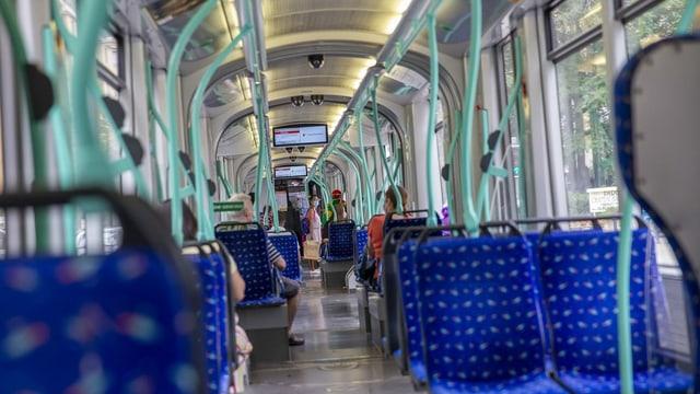 In tram mez vid.