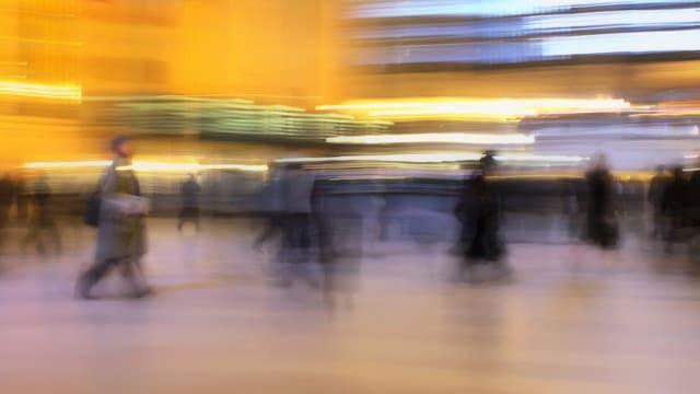 Menschen laufen durch die Grand Central Station in New York.