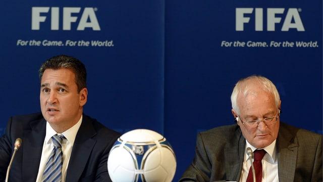 Ermittler Michael J. Garcia (links) neben Vorsitzenden Hans Joachim Eckert.