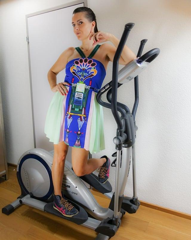 Ursula Schubiger in einem Adidas-Kleid
