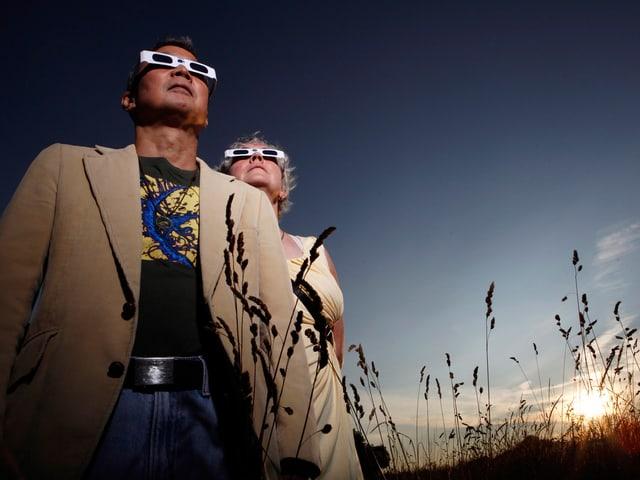 Dieses Ehepaar in Victoria hat sich für die Sonnenfinsternis gerüstet.