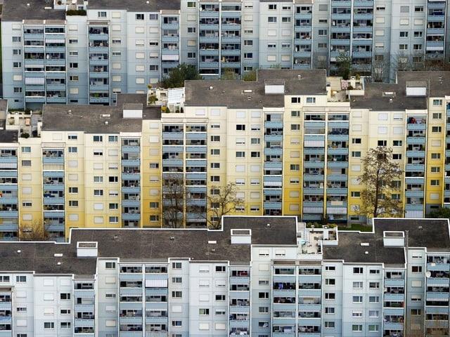 Häuserblocks stehen dicht nebeneinander.