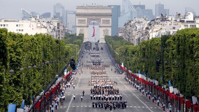 Parade zum Nationalfeiertag in Frankreich