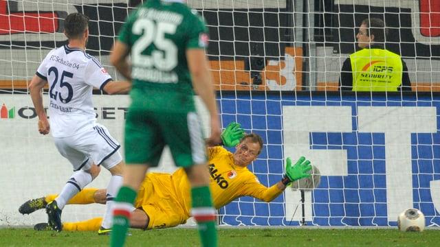 Klaas-Jan Huntelaar trifft zum 1:1.
