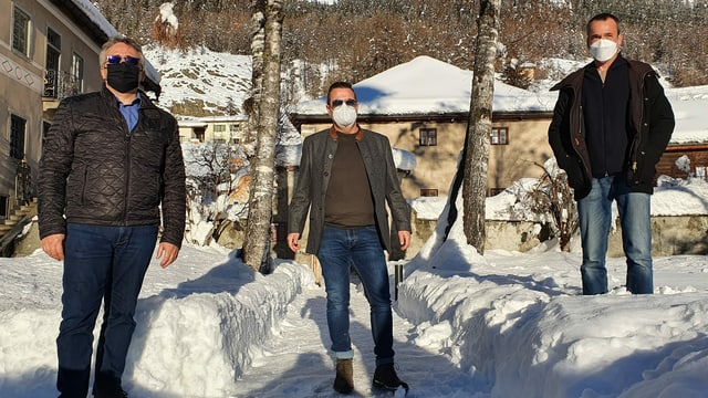 Da sanester: il chanzlist communal da Zernez Corsin Scandella, il manader dal Tirol dal Sid Patrick Fanzoni e Martin Bühler dal chantun Grischun.