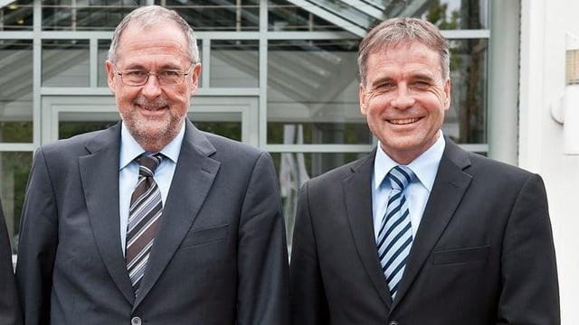 Kurt Zuppinger posiert neben SFV-Präsident Peter Gilliéron.