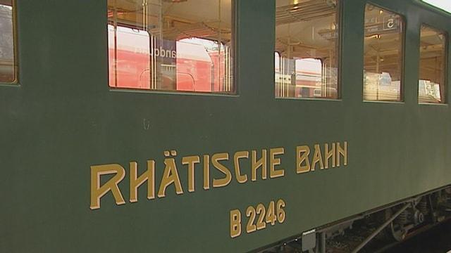 Güner Personenwagen der Rhätischen Bahn.