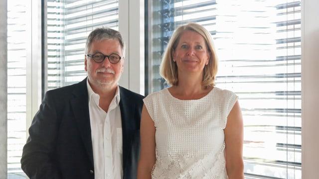 Brustbild von Urs Bertschi (SP) und Eliane Birchmeier (FDP) im Zuger Parktower.