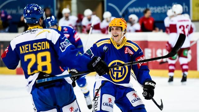 Ils dus giugaders da hockey dal HCD, Axelson e Lindgren.