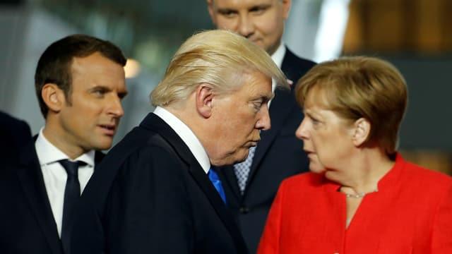 Emmanuel Macron, Donald Trump und Angela Merkel am Nato-Gipfel 2017