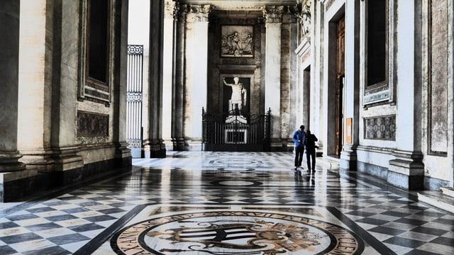 Eingangshalle der Kirche San Giovanni in Laterano.