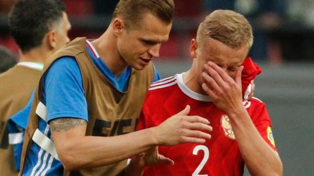 Zwei russische Fussballer enttäuscht.