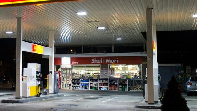 Il shop da tancadi da Shell a Muri.