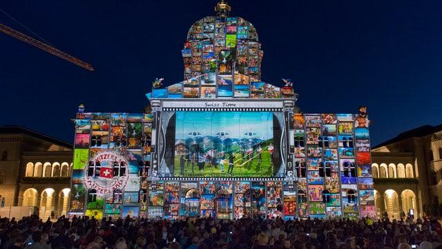 Das Bundeshaus mit vielen Bildern und einem Video, projeziert mit Beamern.