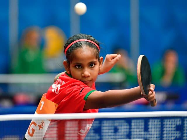 Fathimath Dheema Ali beim Tischtennisspielen.