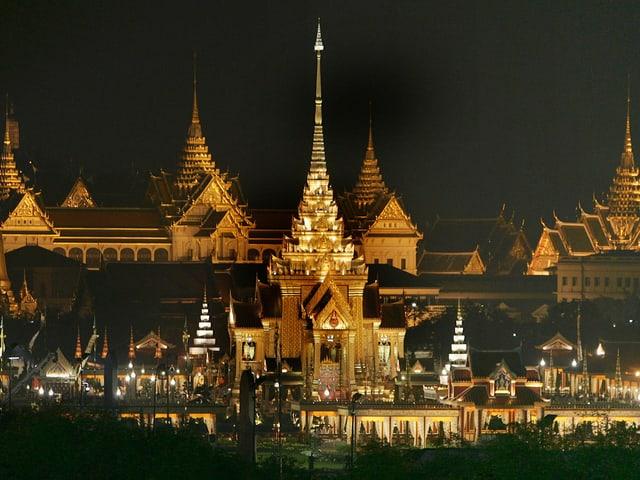 12,7 Millionen Thailänder nahmen im Grossen Palast persönlich von «ihrem» König Abschied.
