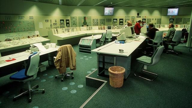 Blick in den Schaltraum des KKW Muehleberg, aufgenommen im Dezember 1998.
