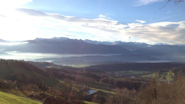 Blick von der Höhenklinik Wald ins Panorama der Glarner Alpen
