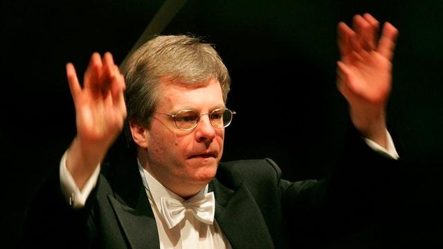 Kai Bumann beim Dirigieren des ersten Konzertes der Fruehjahrstournee 2006 im April in der Tonhalle in Zuerich.