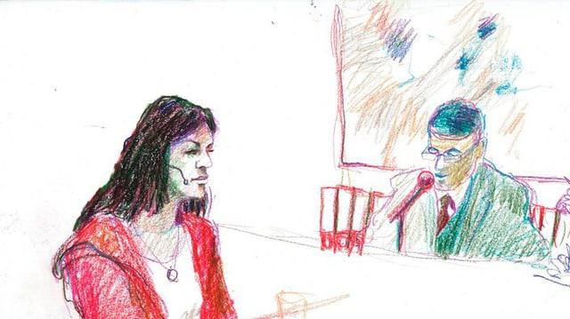 Gerichtszeichnung: schlanke Frau mit langem, dunklen Haar in rotem Kaputzenpullover, sitzend, im Hintergrund Richter in grauem Jacket, der in ein Mikrofon spricht.