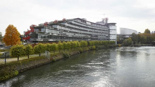 Der Europäische Gerichtshof am Fluss im Oktober