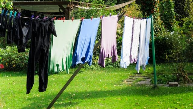 Im Freien aufgehängte Wäsche