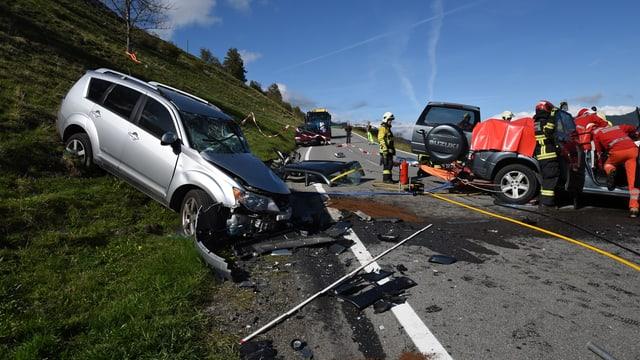 Accident sin via cun dus autos.