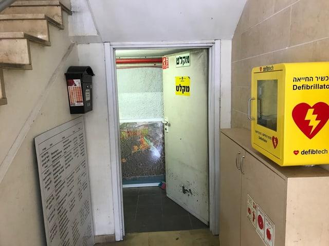 Eingang zu einem Luftschutzkeller.