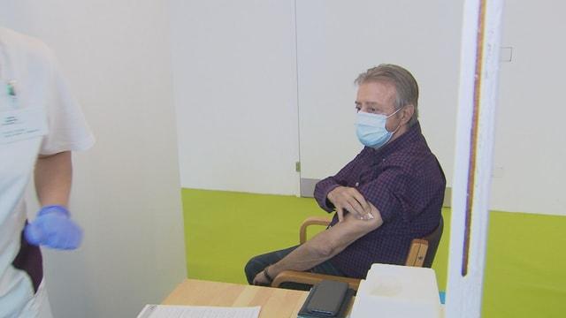 René Fehr da Trin è in dals emprims che n'abita betg en ina chasa d'attempads che survegn la vaccinaziun.