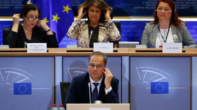 Tibor Navracsics vor einem Ausschuss von EU-Abgeordneten